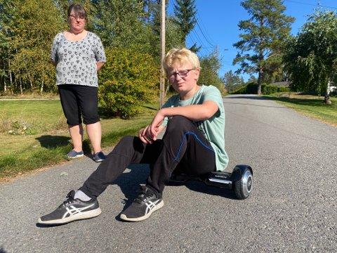 Theo Hongve har til dags dato ikke kunne kjøre normalt med hoverboardet han fikk i julegave av moren.