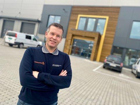 FLYTTER INN: Erik Arnesen etablerer et helt nytt skadesenter på Langhus. Daglig leder Tor Simonsen og 45 ansatte flytter inn i det nye bygget 1. november.