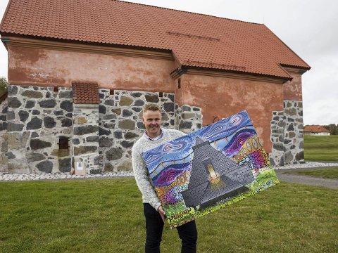 Stavern i nytt lys: Kjetil Sandvand debuterer med fargerike motiver fra hjembyen. – Dette er glade dager i Stavern, sier han om de fargerike verkene som fikk mye oppmerksomhet. Foto: Sigrid Ringnes