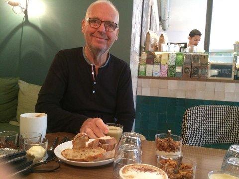 Først et godt stykke ut på formiddagen i dag kunne Leif Werner tar seg ut for å få seg frokost.