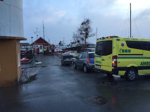 Nødetatene rykket ut til Stavern etter meldinger om en mann i sjøen torsdag morgen.