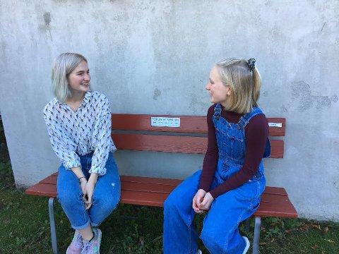 Helena Andersen Knive (16) og Tuva Rasmussen Tørresdal (19) har bestemt seg for å engasjere seg for dyrenes velferd. I november arrangerer de fakkeltog mot pels i Larvik.