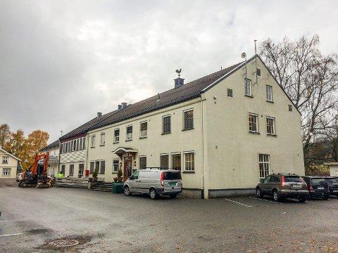 KUNST- OG KULTURSENTER? Skulle man bruke gamle kommunehuset i Svarstad til bla. kunst og kultur, kunne Larvik søke Vestfold fylkeskommune om penger til kulturhus og fellesverksteder for kunstnere, skriver Verena Scholz.