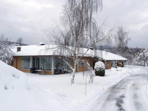 Uten varme: Til sammen 17 leiligheter i et bofellesskap og Solstadhugen i Svarstad måtte evakueres på grunn av langvarig strømbrudd fra lørdag ettermiddag.Foto: Inger Lene O. Steen