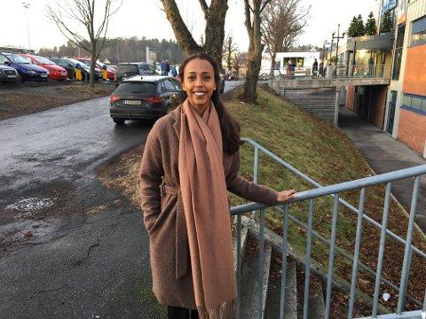 Farhia Luul Makerow (19) vil holde holde kurs om mobbing for elever ved ungdomsskoler og videregående skoler Larvik og Norge.
