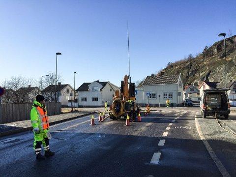 Hoffsgate er blant veiene som kan få ny asfalt. Her fra en tidligere grunnboring.