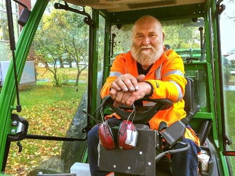Alltid på plass. Arild Børgesson har vært en solid del av bybildet i vår generasjon. Siden 1981 har han jobba i Larvik kommune og hatt innsamling av løv som en av sine oppgaver.