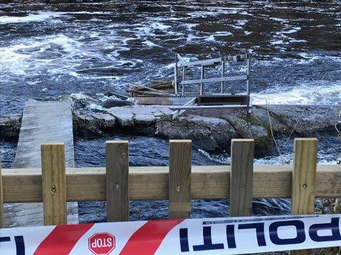 RASTE SAMMEN: Brygga ved Kjerrafossen kollapset mens to voksne og et barn sto på den.