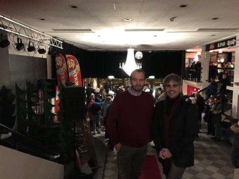 De fornøyde filmskaperne Joachim Hellenes og Mohamad Ali Deirki etter premieren i Munken.