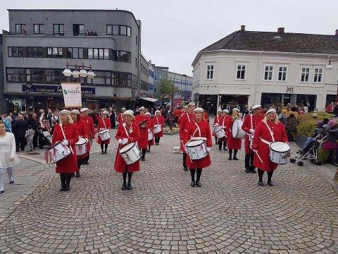 Trommekorpset 3280 som var med i Norske Talenter, kommer til Torget på torsdag.