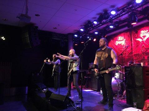 """""""Metal Militia"""" fikk god respons fra ungdommene som møtte opp til gratiskonsert på Sanden lørdag."""