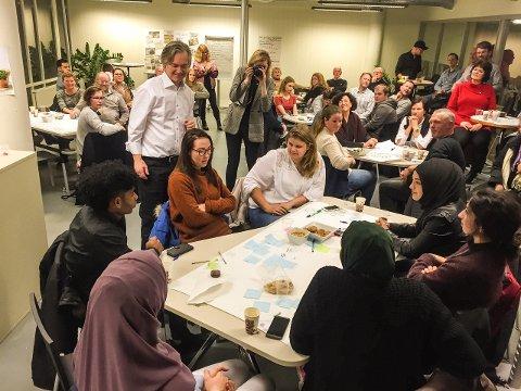 Stor interesse: Over 60 mennesker deltok i første runde av folkemøteserien #andrestemmer. 21. mars braker det løs på nytt, denne gang med et nytt og spennende tema.