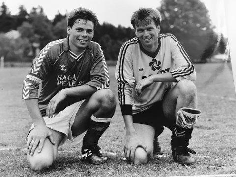 Trofast: Øyvind Thorstein har vært en av Nesjars virkelige støttespillere på fotballbanen. Her sammen med Kai Lie etter en kamp på karlsro 1. juni 1990.