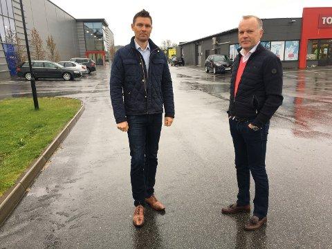 Det nærmer seg grønt lys for nye store varehus på Øya i regi av HG-eiendom, her reprsentert ved Hans Gaarder og markedssjef Christian Lorck.