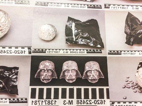 Ecstasy for flere millioner kroner: I bensintanken fløt det pakker med tusenvis av piller formet som Darth Vader i Star Wars-filmene. Bildet viser noe av politiets beslag.