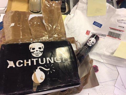 Ulovlig fyrverkeri: I postpakka dukket dette opp. Nå er mottakeren politianmeldt.