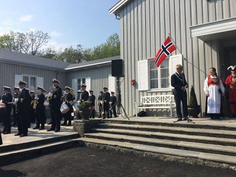 Kongelige Norske Marines Musikkorps og tale fra ordfører Rune Høiseth var noen av programpostene i Skråvika lørdag.