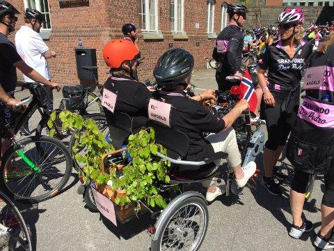 Els Angels. Mor og datter på el tandem sykkel. Marianne Gärtner Ous og mor Astrid gärtner Nilsen
