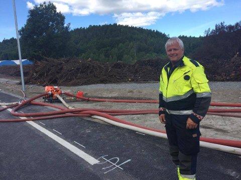 SLUKKET: Leder for beredskap iLarvikbrannvesen, Jon Olav Vagle, kan fortelle at brannen på Sky er slukket, og at de når går i gang med etterslukkingen.