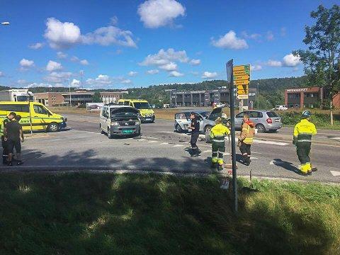 STORE SKADER: De to bilene har fått store materielle skader.