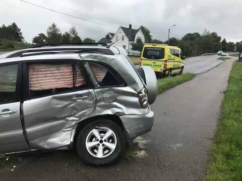 Kollisjon: Én person er kjørt til sykehus etter at en lastebil kjørte inn i en personbil ved krysset mellom Tjøllingveien og Skallebergveien.