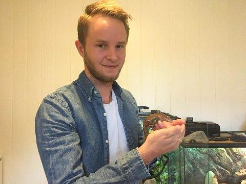 Sto mellom hamster og gekko: - Det var en som fortalte at det sto mellom å kjøpe en hamster og en gekko, og da svarte jeg at han heller fikk kjøpe seg en hamster, sier Sondre Wroldsen.