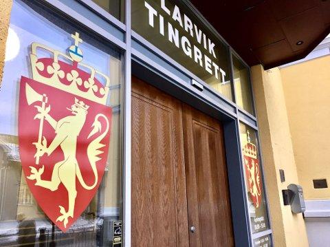 AMPERT: I Larvik tingrett sto to polske kvinner fredag tiltalt for narkotikasmugling. De hevder sin uskyld og mener de er lurt av kyniske bakmenn til å intetanende ta med seg over 3,8 kilo amfetamin og nær 1 kilo MDMA til Norge den 17. mars i fjor