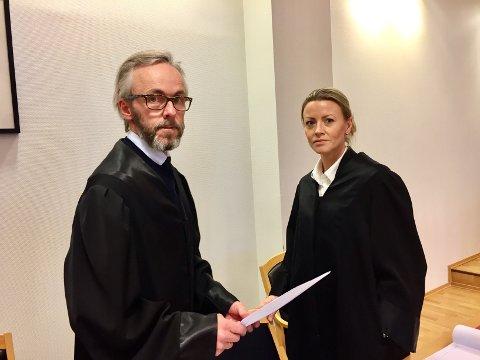 I retten: Bistandsadvokat for kvinnen, Christofer Arnø, og aktor, konstituert statsadvokat Mari Gjersøe.