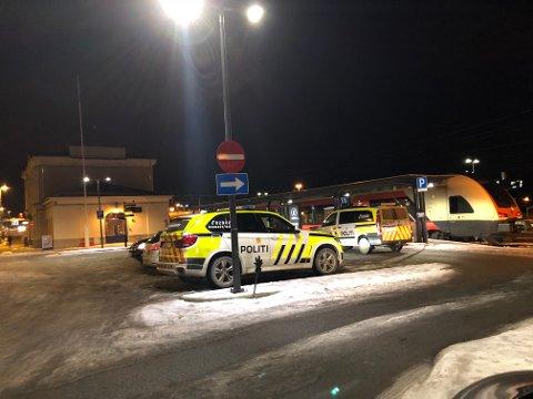 PÅ LETING: Politiet i Vestfold leter etter en savnet mann som sist ble sett på jernbanestasjonen i Larvik.
