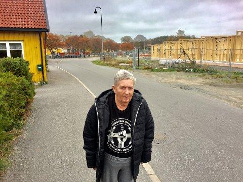 ANGRER PÅ AT HUN IKKE KLAGET: - Jeg føler meg sperra inne av trekasser, sier nabo til Saltbrygga, Rønnaug Andersen.