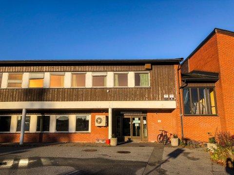 INNVILGET SØKNADEN: Den gamle handelsskolen er nå godkjent som forsamlingslokale.