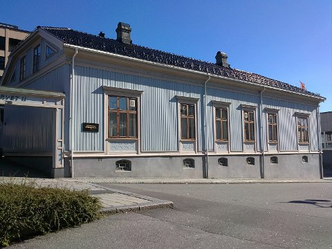 Torget 11. Bryggerieier Christiansens hjem. Framtidige generasjoner står i fare for kun å se dette huset på fotografier, slik som med Thirudgården.