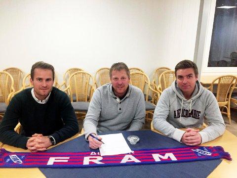Tilfredse: F.v. Ørjan Berg Hansen, Roger Iversen og Jostein Jensen er fornøyd med Frams 2. divisjonsavdeling neste år - som ble offentliggjort lørdag.