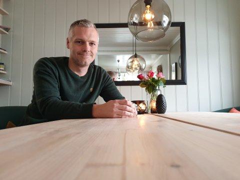 SMART: Anders Ravndal og familien har laget en smart og praktisk adventskalender.