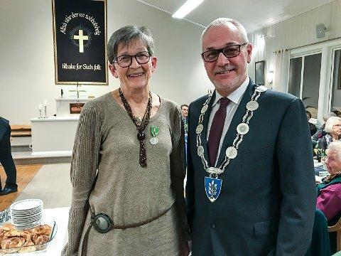 GLADE: Ingrid Næss og ordfører Rune Høiseth.
