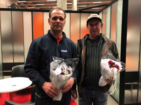Helter: Kjetil Lie (t.v.) og Stein Arve Moen hedres for at de reddet tre mennesker fra å drukne i Numedalslågen i oktober i fjor.
