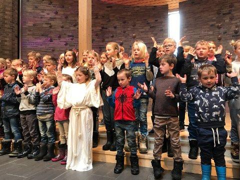 VAKKER KORSANG: Barna har øvd inn påskesanger til skolegudstjenesten.