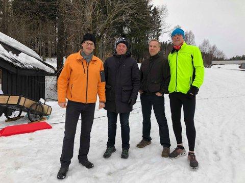 Ikke vonde å be: Verken Jan Erling Kvisvik (t.v.) fra Larvikbanken, Bjørn Gunnar Brekke fra Hauanåsens venner, Håvard Wannebo fra Stavern Vel og Jørgen Osvoll fra Hauanåsens venner var vonde å be når det gjaldt å støtte Larvik Ski.