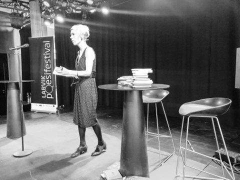 - Erotisk! Hanne Ørstavik hadde skrevet en prolog til festivalen. Etterpå beskrev hun det å være på poesifestival som en erotisk opplevelse.