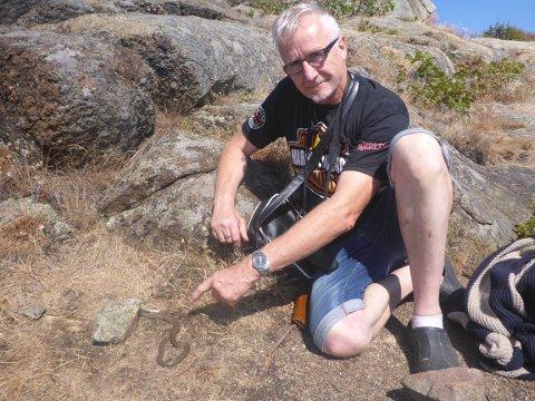 IHJELSLÅTT: Ole Tommy Sand fant en rødlistet og fredet orm ihjelslått i Stavern da han skulle bade. Foto: Privat