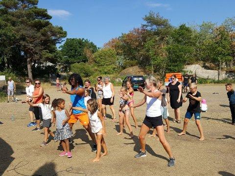 Lærte sportsdans: Det var mange som hev seg med da Wagner & Co hadde zumba-time for både barn og voksne.