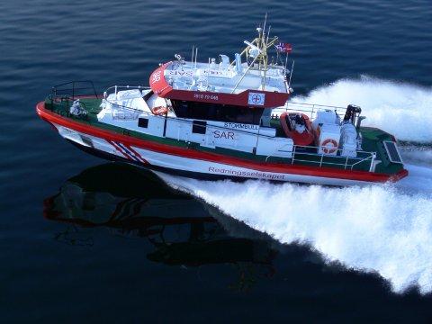 REDDET: Hovedredningssentralen i Sør-Norge koordinerte redningsaksjonen fredag kveld. Flere båter, blant annet to redningsskøyter, ble dirigert til havaristen, som hadde gått på grunn sør for Verdens Ende.