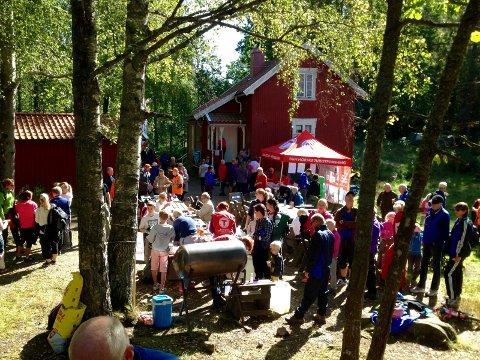 KOM DEG UT: Kom deg ut dagen arrangeres 2. september med natursti fra Bøkeskogen til Padlehytta. Her rfra et tilsvarende arrangement i 2015.