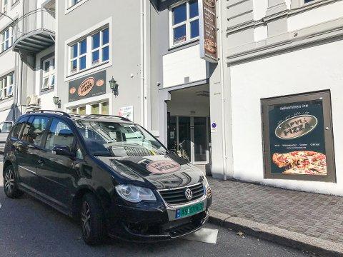 STENGT: Larvik Pizza i Oscars gate er stengt. Bakgrunnen er en konflikt mellom gammel og ny driver.