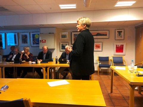 ORIENTERTE: Kommunalsjef Guro Winsvold orienterte omsorgskomiteen om endringene i hjemmetjenesten.