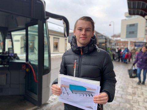 STASJONSFORSLAG: Phillip Thomassen har flere forslag til hvordan busstilbudet i Larvik kan bli bedre.