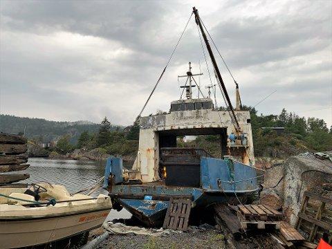 SKAL VRAKES: Larvik kommune vet ikke hvem som egentlig eier denne båten. Men de vet at den skal vrakes, og at de ikke har tenkt til å ta regningen selv.