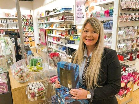 JUBLER: Lene Eriksen er svært glad for at Vita-kjeden forsatt ønsker butikk på Amfi i Larvik