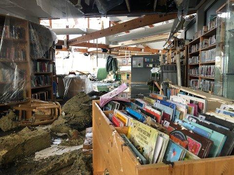 STENGT: Larvik bibliotek er stengt på ubestemt tid etter den dramatiske brannen lørdag. Brannen har også rammet datasystemet, som gjør at bibliotekene i Stavern og Svarstad er stengt. Arkivfoto: Elisabeth Løsnæs