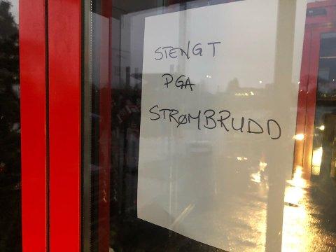 MØRKT: Europris på  Skreppestad måtte stenge dørene da strømmen gikk torsdag ettermiddag.